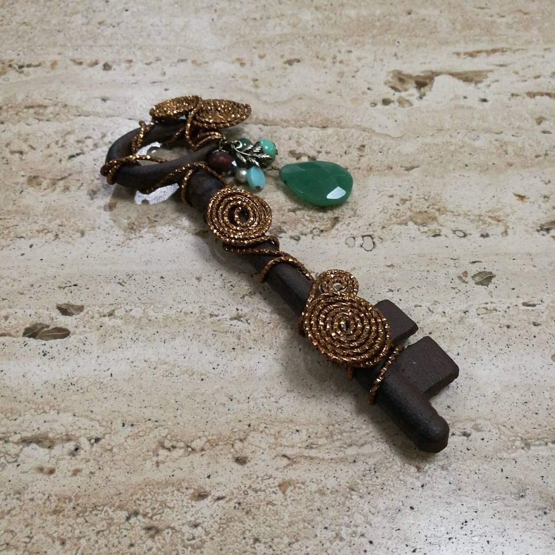 Chave antiga de ferro forjado decorada #hechoamano # crafts # decorationdecas ...