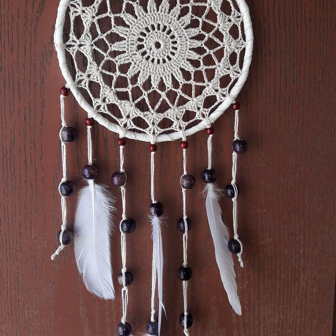 Dreamcatcher feito de fio 100% algodão, véu, miçangas, penas. #atrapasu ...