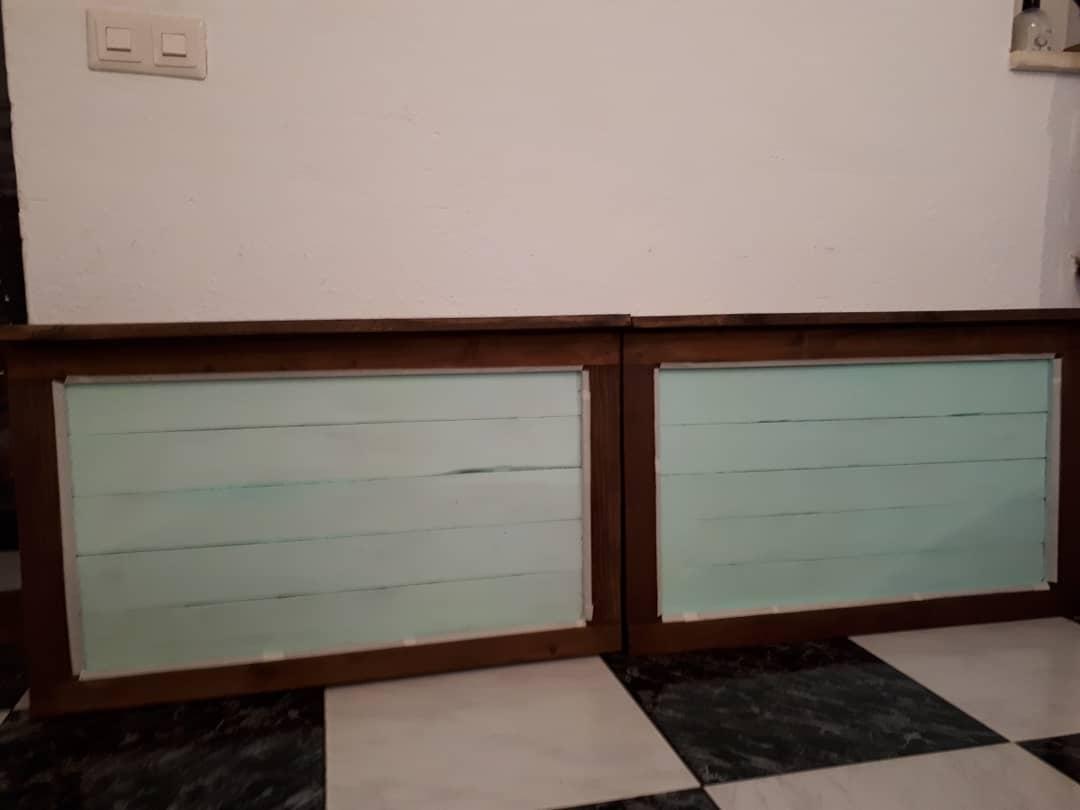 Com a moldura de duas janelas, fizemos uma cabeceira ... tinta, verniz, alma .....