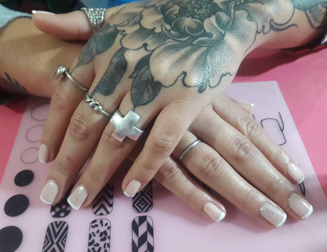 #nailsfrench #nails #nailselfie # uñas # uñasdegel # uñasnaturales # uñasbonitas # u ...