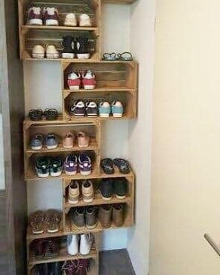 Caixas de madeira às vezes simples podem ser usadas para decorar ou armazenar ...