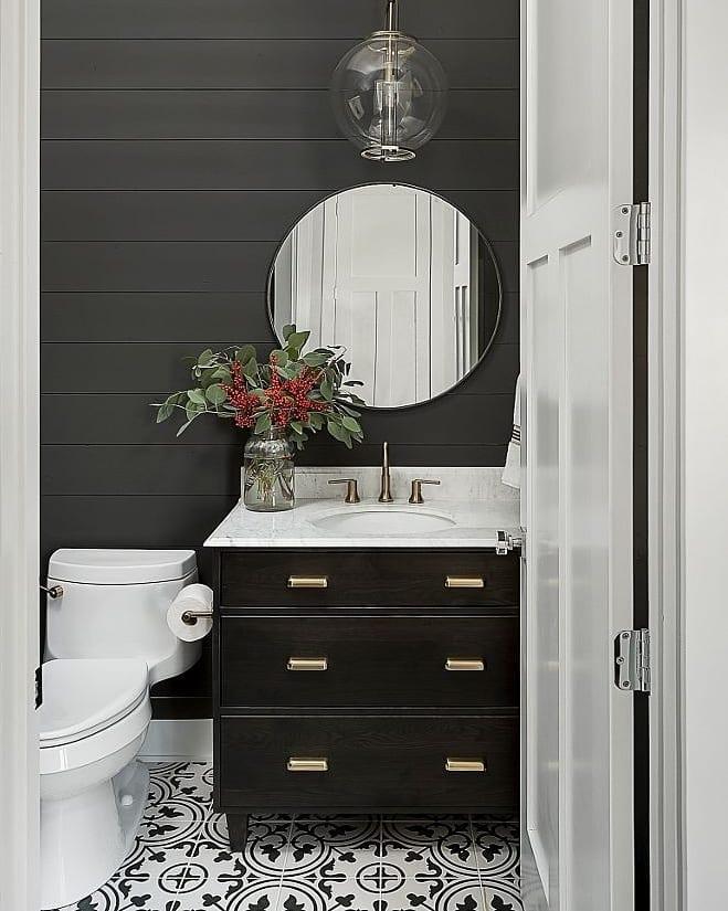 Bom Dia! . Hoje eu compartilho uma decotip para banheiros pequenos! . . Você percebe algum ...