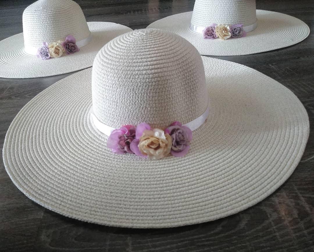 Chapéus decorados # decoração # Chapéus #beachvibes #playa #sol #arena #Flore ...