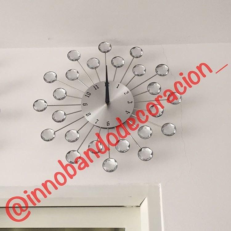 Imagine a sua sala de estar ou sala de jantar com este relógio elegante Nós gerenciamos syste ...
