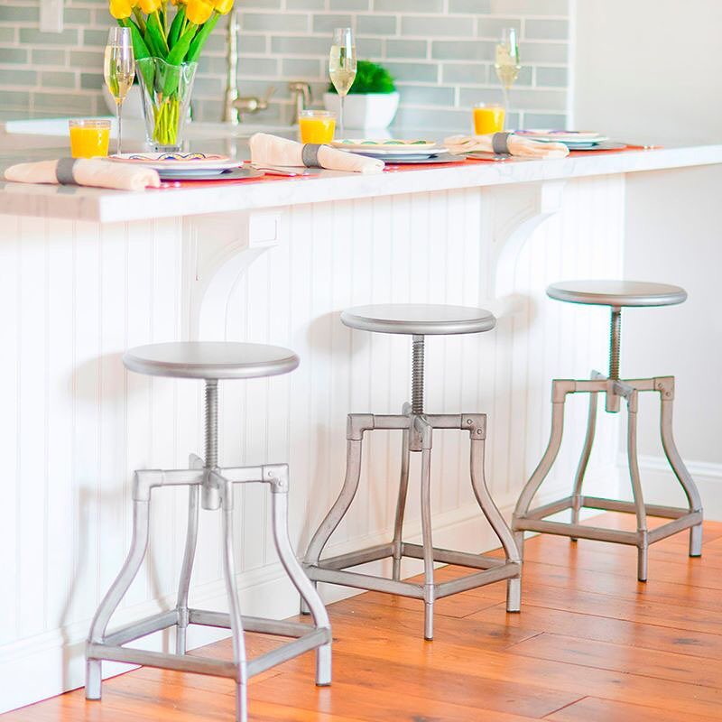 Dê um novo toque aos assentos para a sua cozinha com um dos nossos favoritos: ...