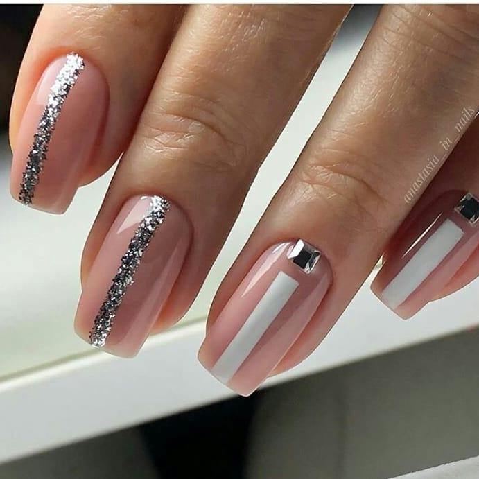 Bonito e clássico . . . . . #nailsnailsnails # uñasbonitas # decoraciondeuñas #c ...