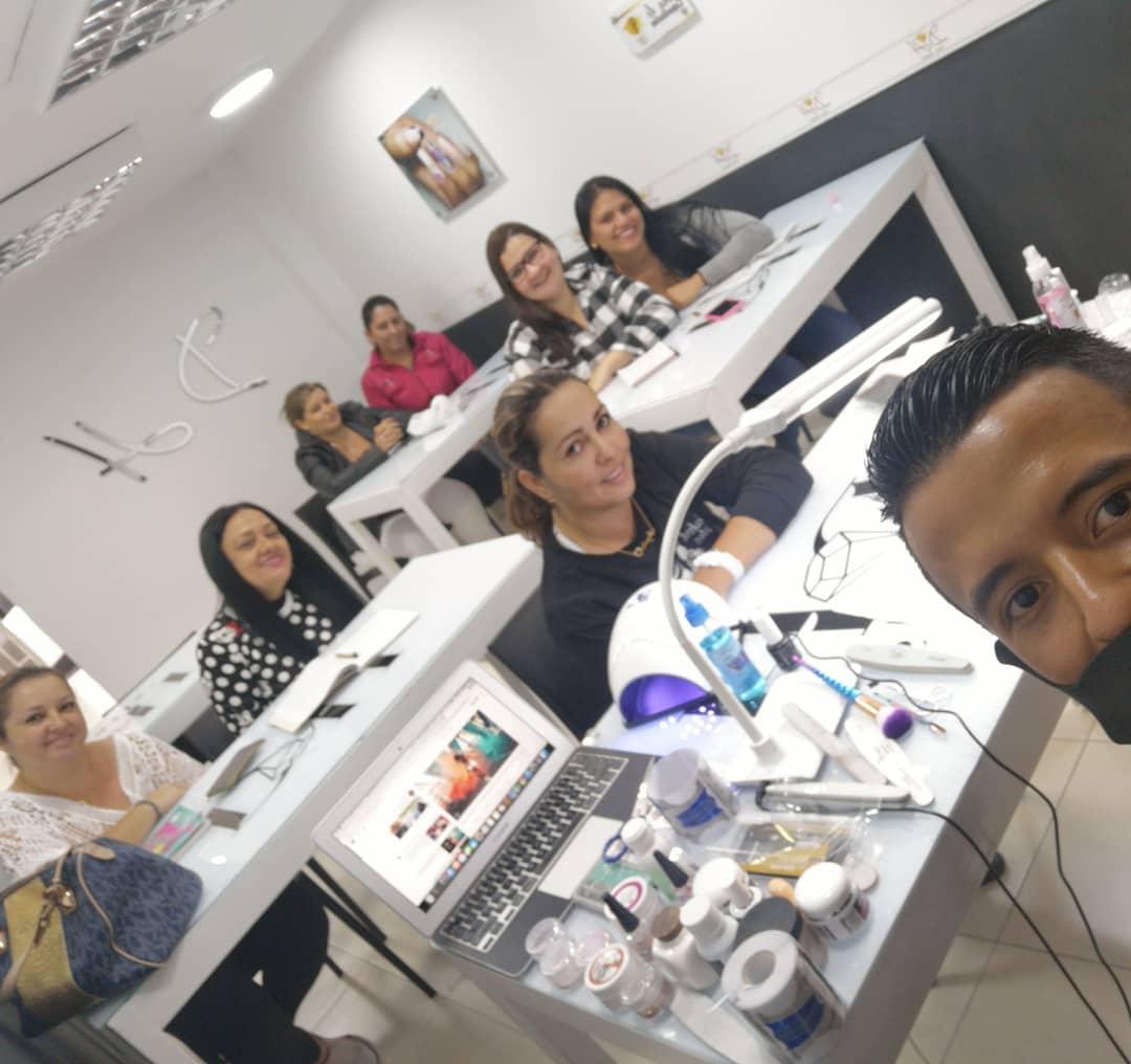 @dhnailsstudio_col 1º grupo de treinamento Nail Art #manizales #kristalnails ...
