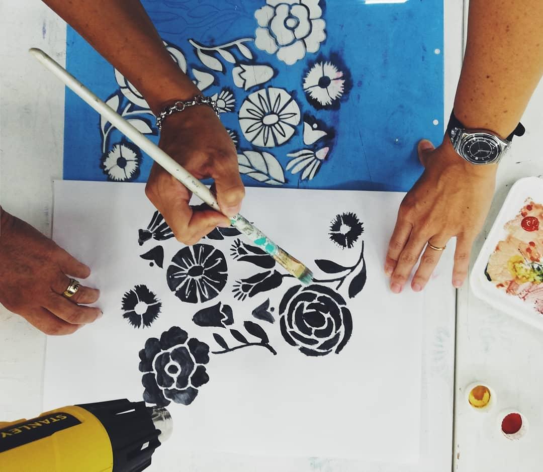 A 4 mãos preparando novas oficinas e técnicas que vêm com o @kta_tassi. Pr ...