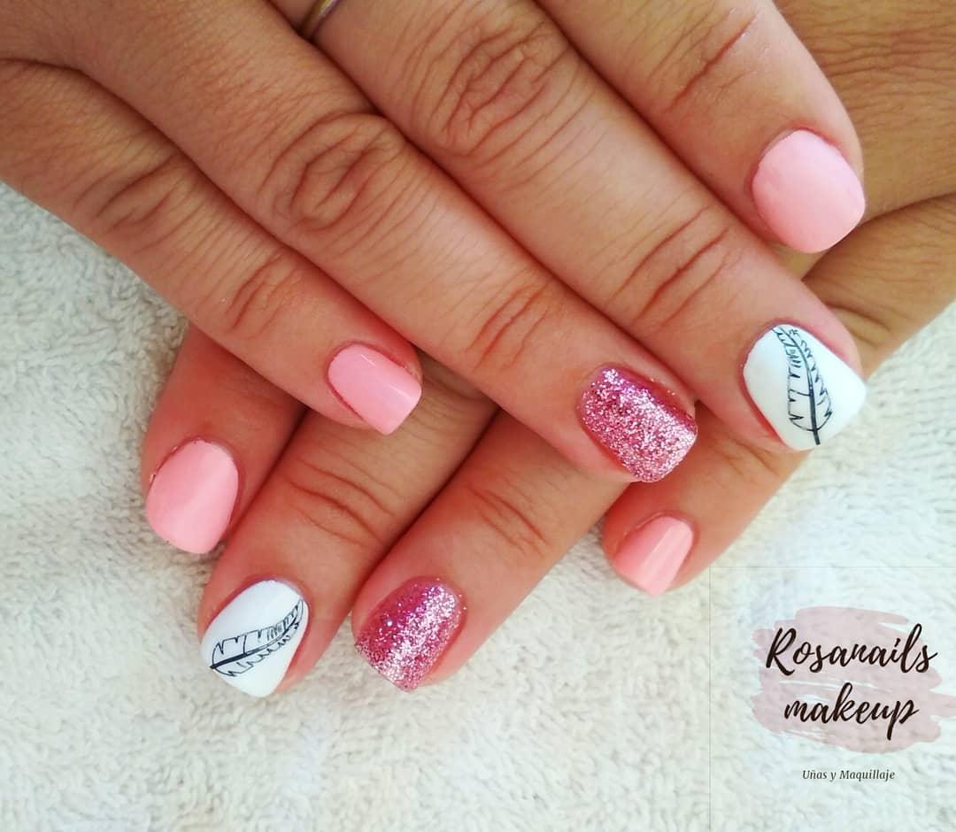 Pregos cor-de-rosa com glitter ...
