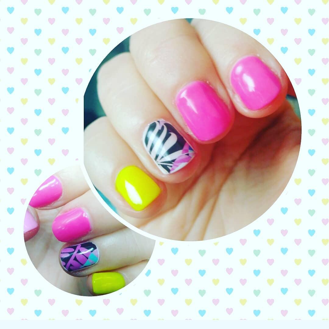 #manicurarusa #manicurasbonitas # uñassemipermanentes # slides # primavera @albitaso ...