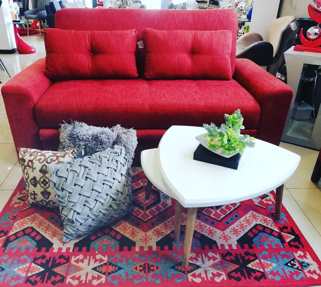 E se você se atreve a ter um mobiliário de sala vermelha? Pelo menos você saberá que o seu quarto ...