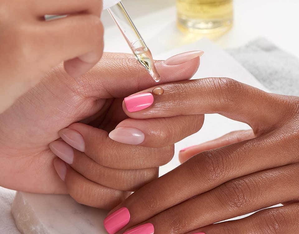Ajude seus clientes a proteger sua pele com # Nail & CuticleOil que contém um ...