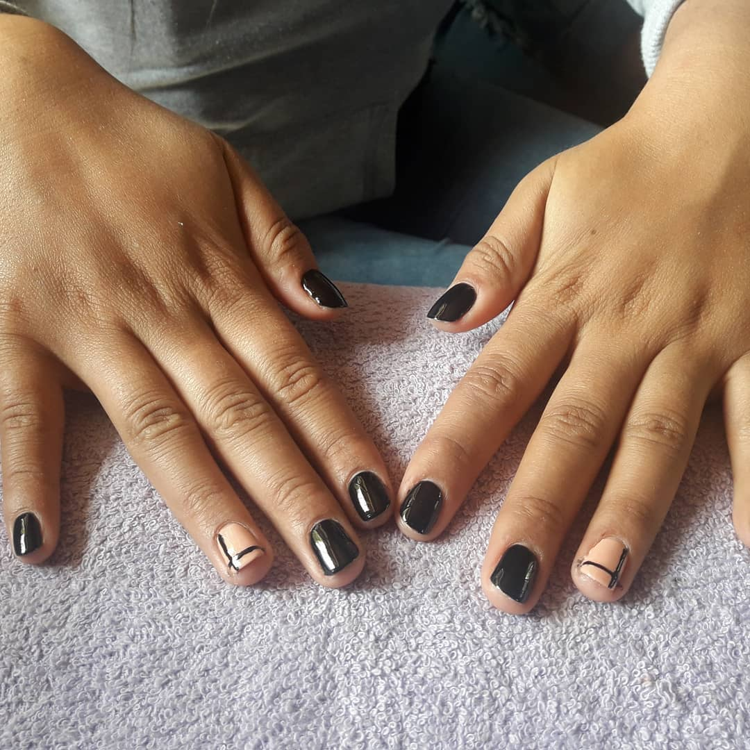Esmaltado Semi #Black # ChampagneRosé. . #smaltepermanente # meliné #girls #pr ...