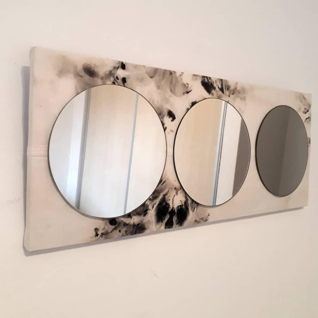 Espelho espelho Meça 27x69cm. Base de madeira estofada com Jean batik. Inter ...