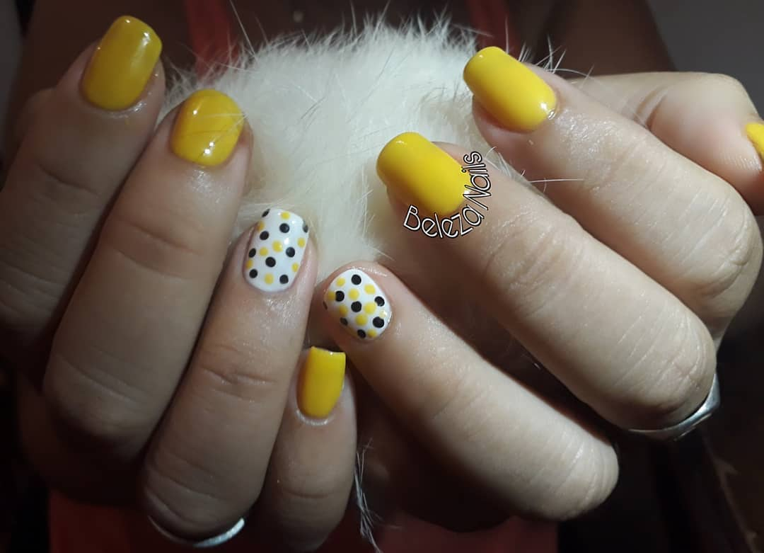 Vidraça semi-permanente  Cores: Amarelo (Cherimoya No. 002) - Branco (Thuya) -...