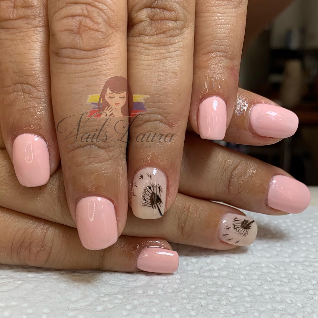 Prego permanente com design à mão livre # nailslaura2603 . . . Para reservar ...