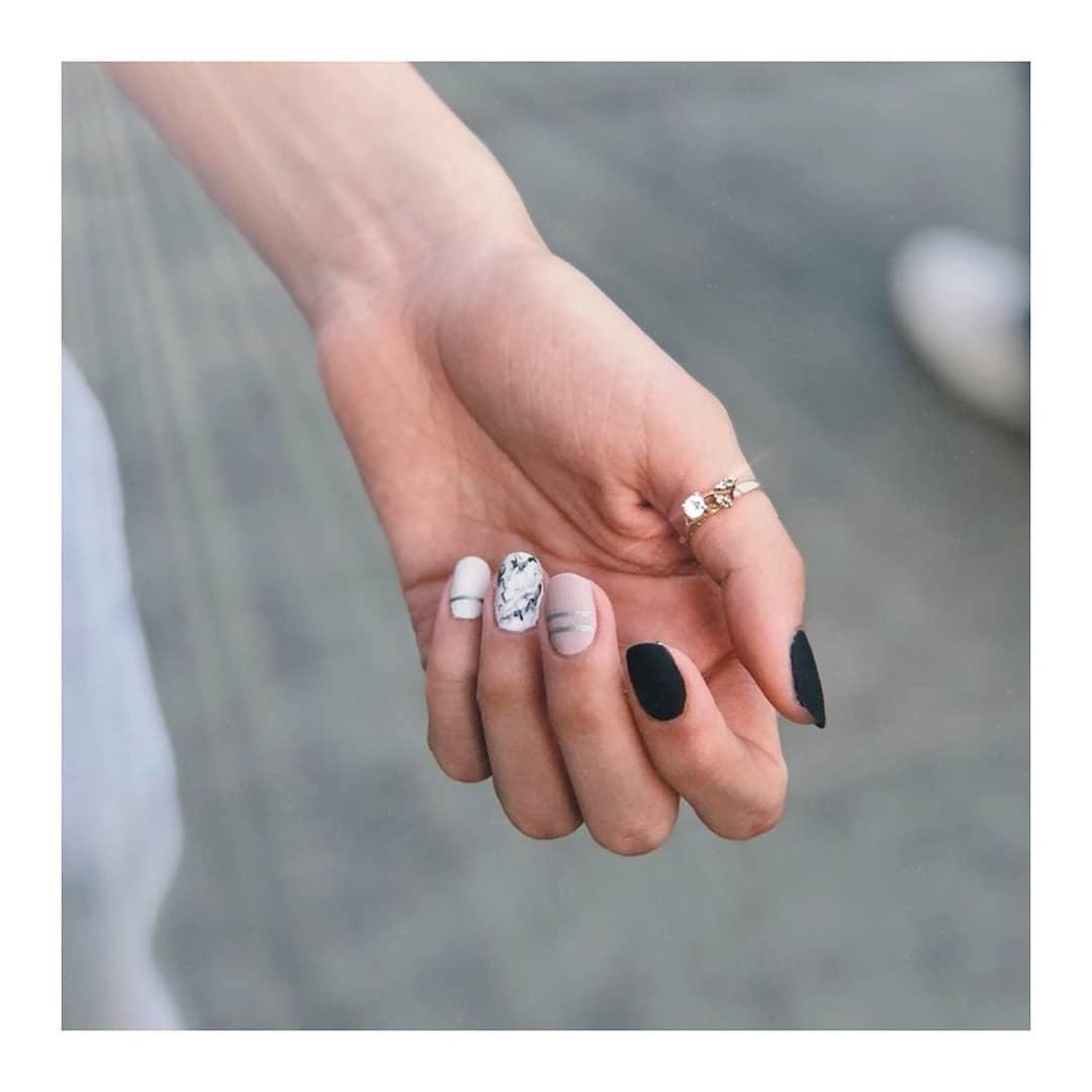 Ela criou seu próprio estilo! • • • ♡ Não se esqueça de agendar sua consulta ♡ • • • OBRIGADO ...