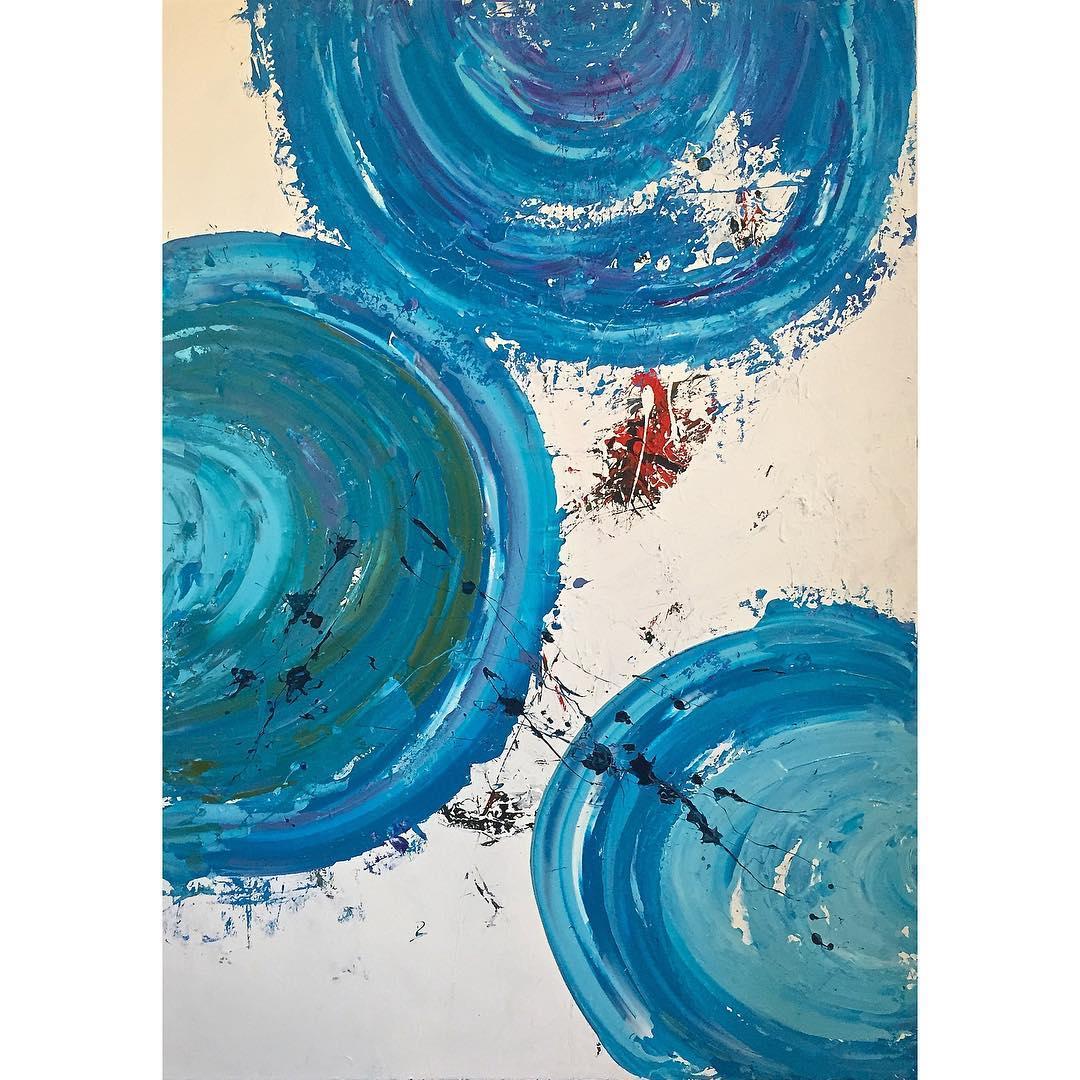 """""""MOVIMENTOS"""" azul em círculos, movendo-se no mesmo ritmo, com força, mas s ..."""