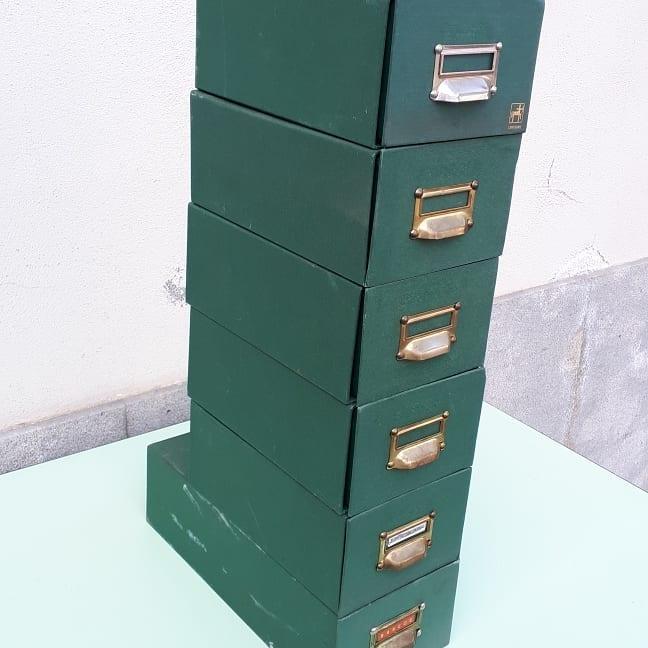 Armários de arquivo vintage !!! Feito de papelão verde e alça de metal.  Eles medem 10,5cm de altura ...
