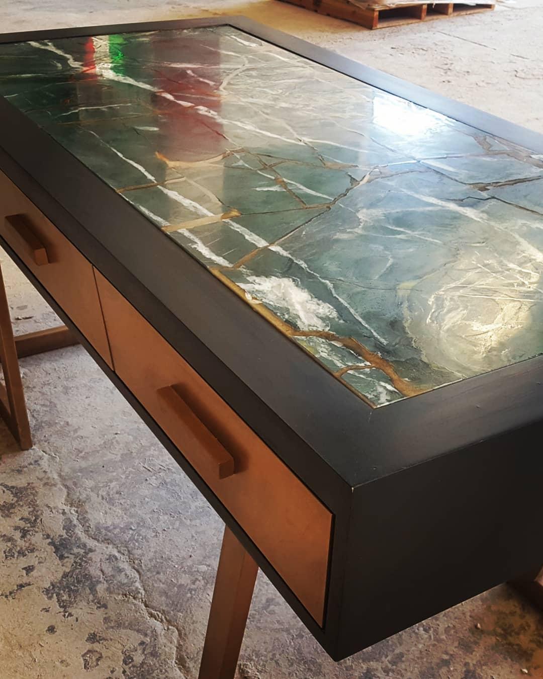 "● Serie Kintsugi い 繕 い, ""reparação de ouro"" # Púlsarmx #goldenpowder #designer #marble ..."