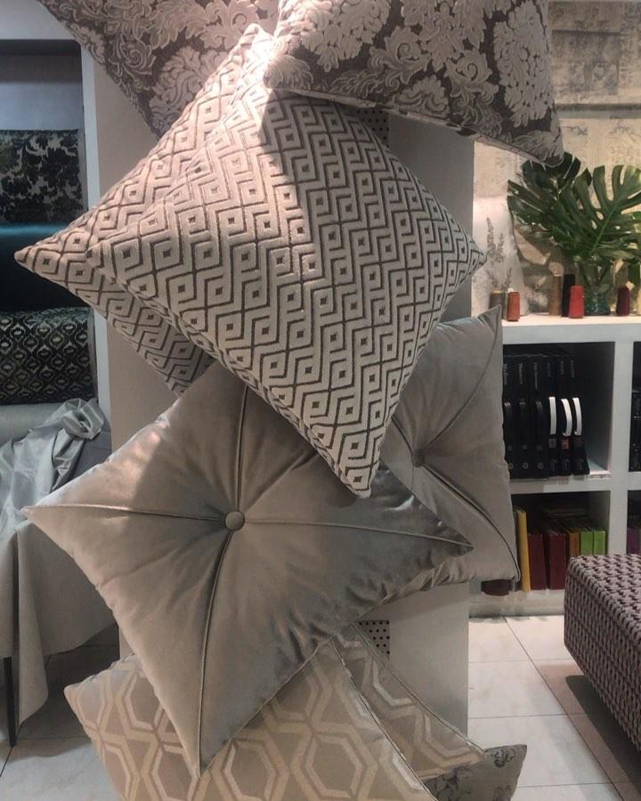 Almofadas em tecido Yakar  NÓS APRESENTAMOS VOCÊ A nova coleção para em Tela Yakar Co ...