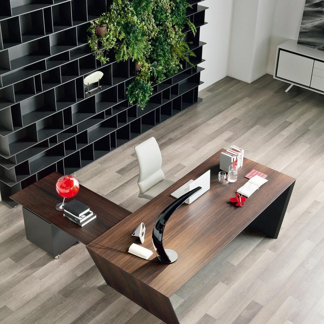Vega é uma mesa que traz uma solução elegante para o espaço de trabalho ...