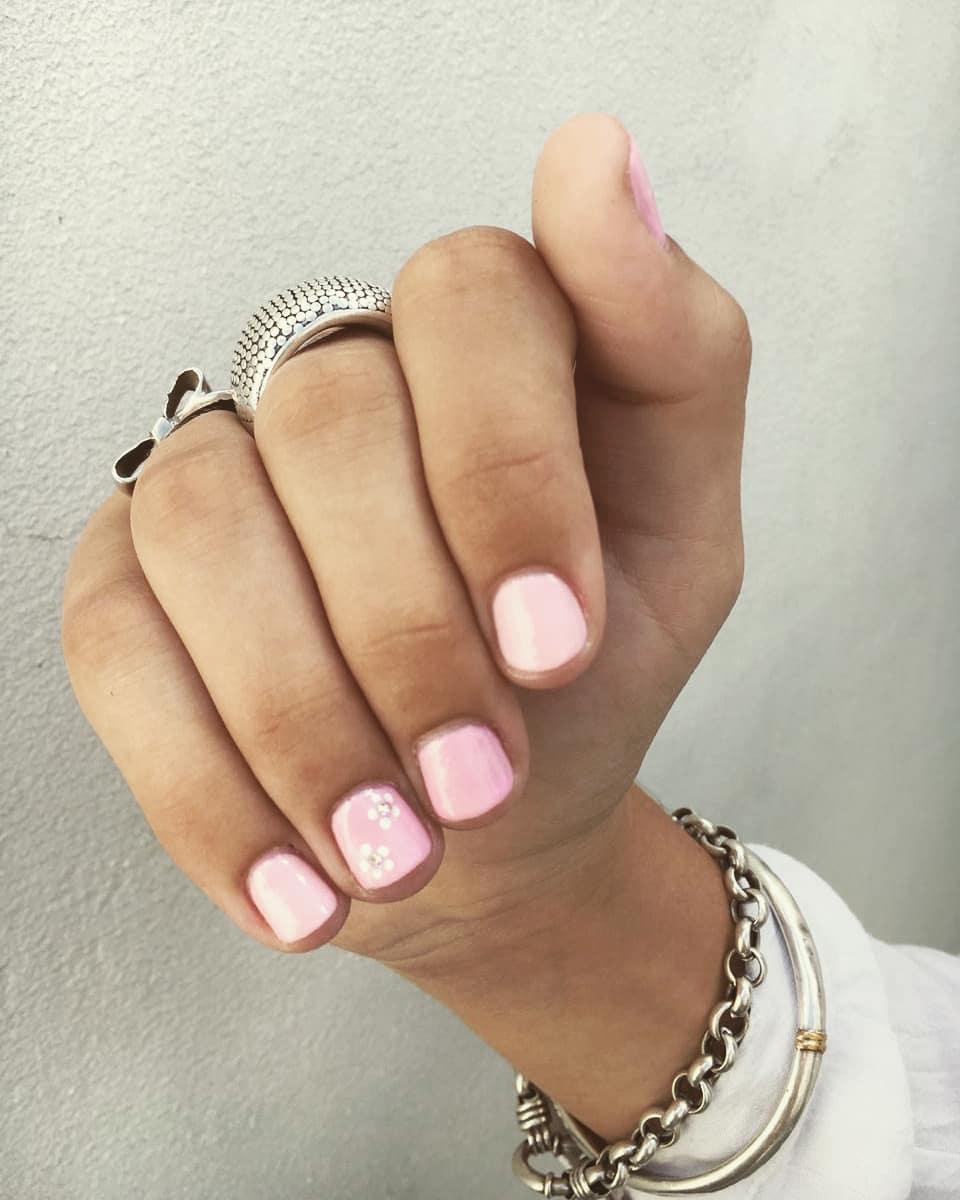 Vidraça semi-permanente . Tons rosa com Deco e stass! . . . . . . Suas unhas ...