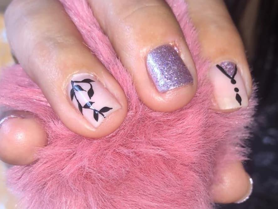 Você gosta? Deixe-nos cuidar de suas mãos e pés # decoraciondeuñas Contactano ...