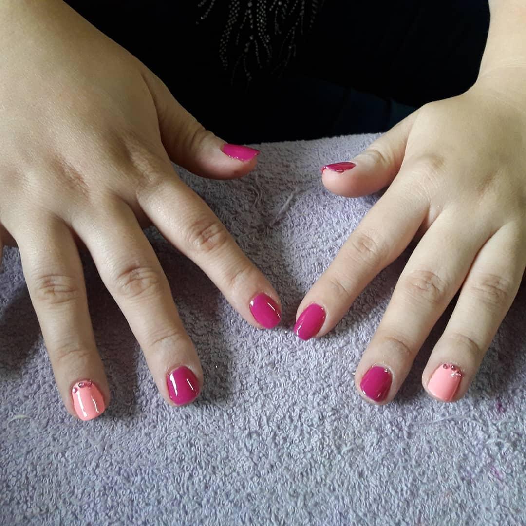 Esmaltado semi . . #esmaltepermanente # meliné #girls #princess #pink #esculpid ...