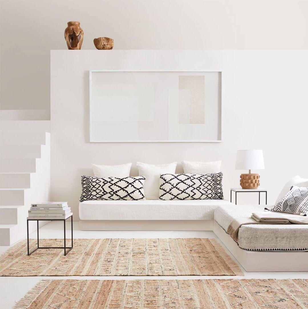 Calma e serenidade. A cor branca e os materiais naturais tomam a nossa casa ...