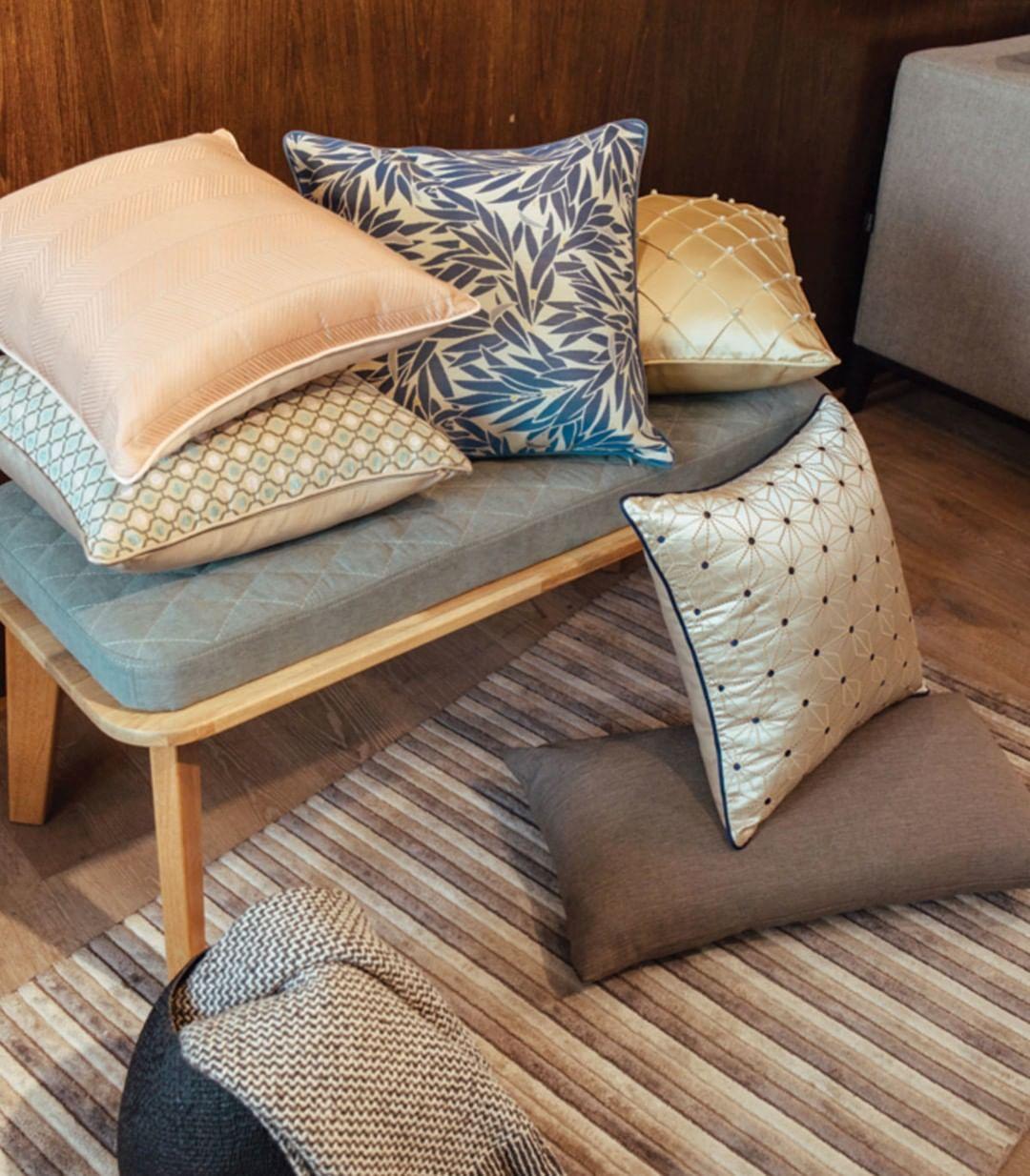 Conforto será sempre o ponto de partida quando se trata de decorar a sua sala de estar. O ...