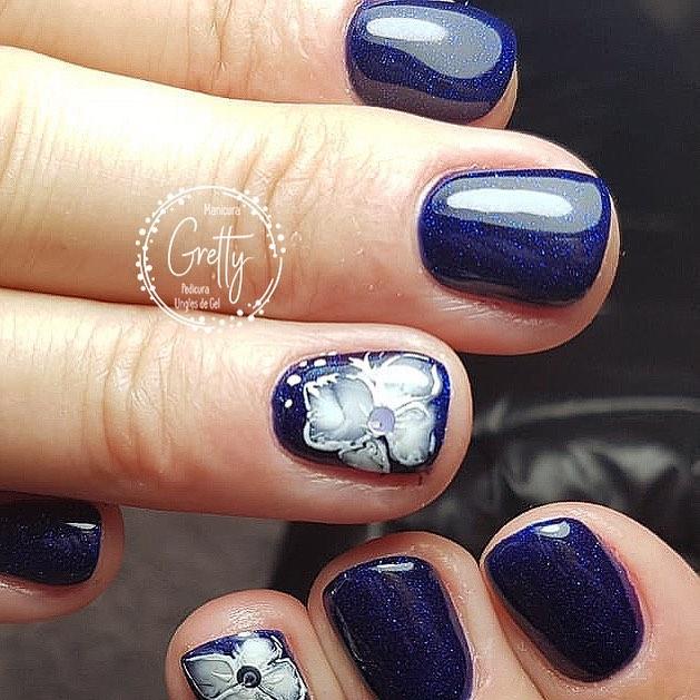 #bluenails #colornails #creativenails # decoraciondeuñas #flowernailart #flowern ...