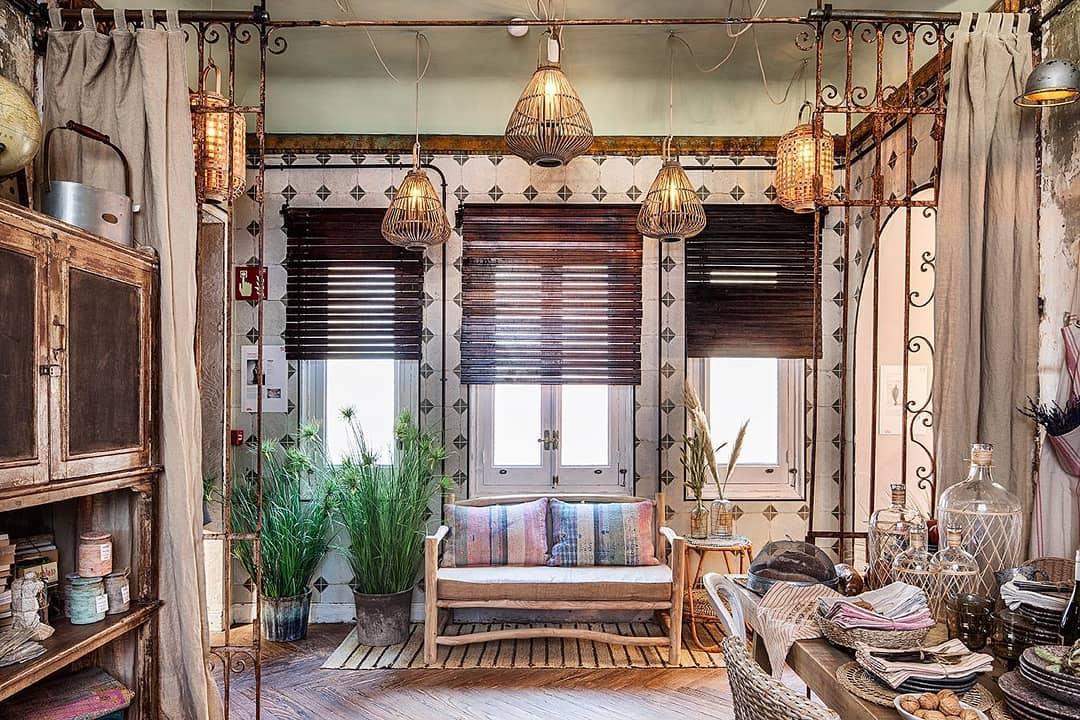 No espaço de @ofeliahomedecor o designer de interiores @francisco_segarra_muebles pr ...