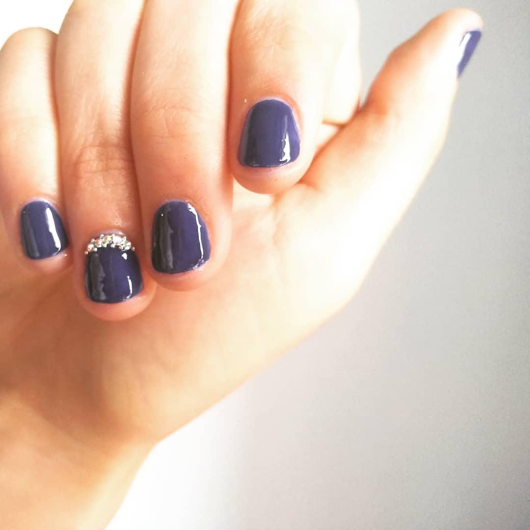 Vidraça semi-permanente . Com strass! . . Suas unhas são lindas por 15 ...