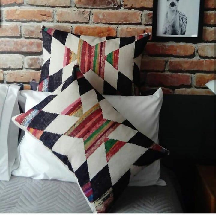 Renove os seus espaços com as nossas almofadas estampadas de design étnico, ...