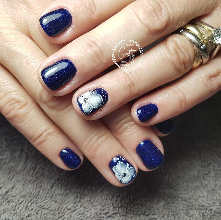 É hora de flores! #bluenails #colornails #creativenails # decoraciondeuñas #f ...