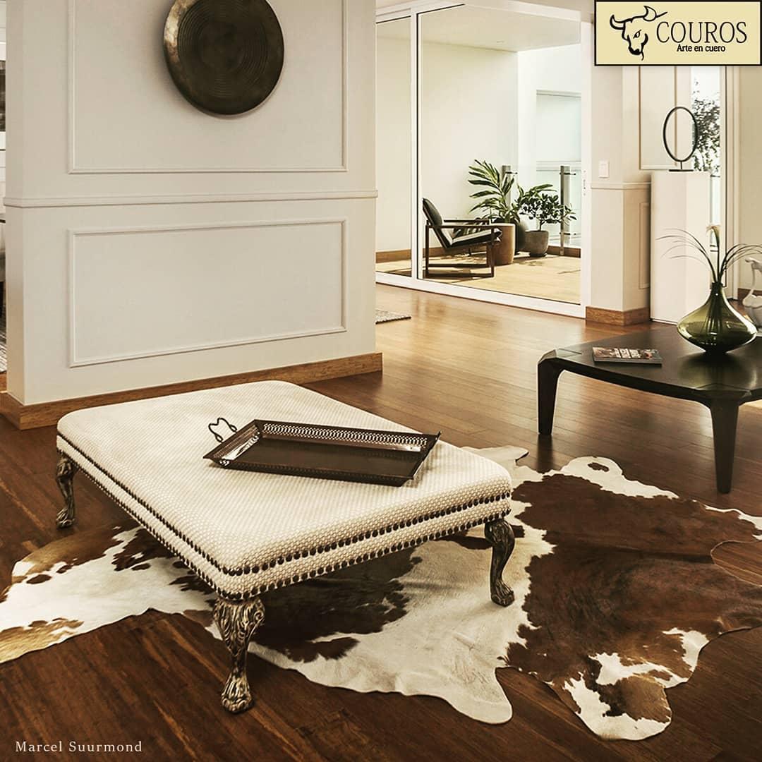 Complemente e personalize seus espaços com nossos tapetes de couro. ...