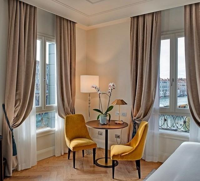 Dormir com vistas de canais #venecia é possível a partir dos quartos ...