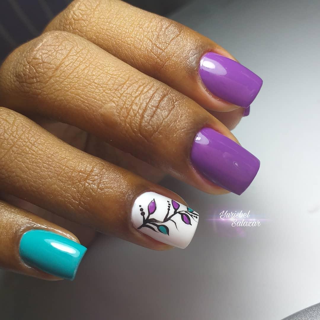 Turquesa bonita da combinação e uva roxa. . . # decoraciondeuñas # nails4today #u ...