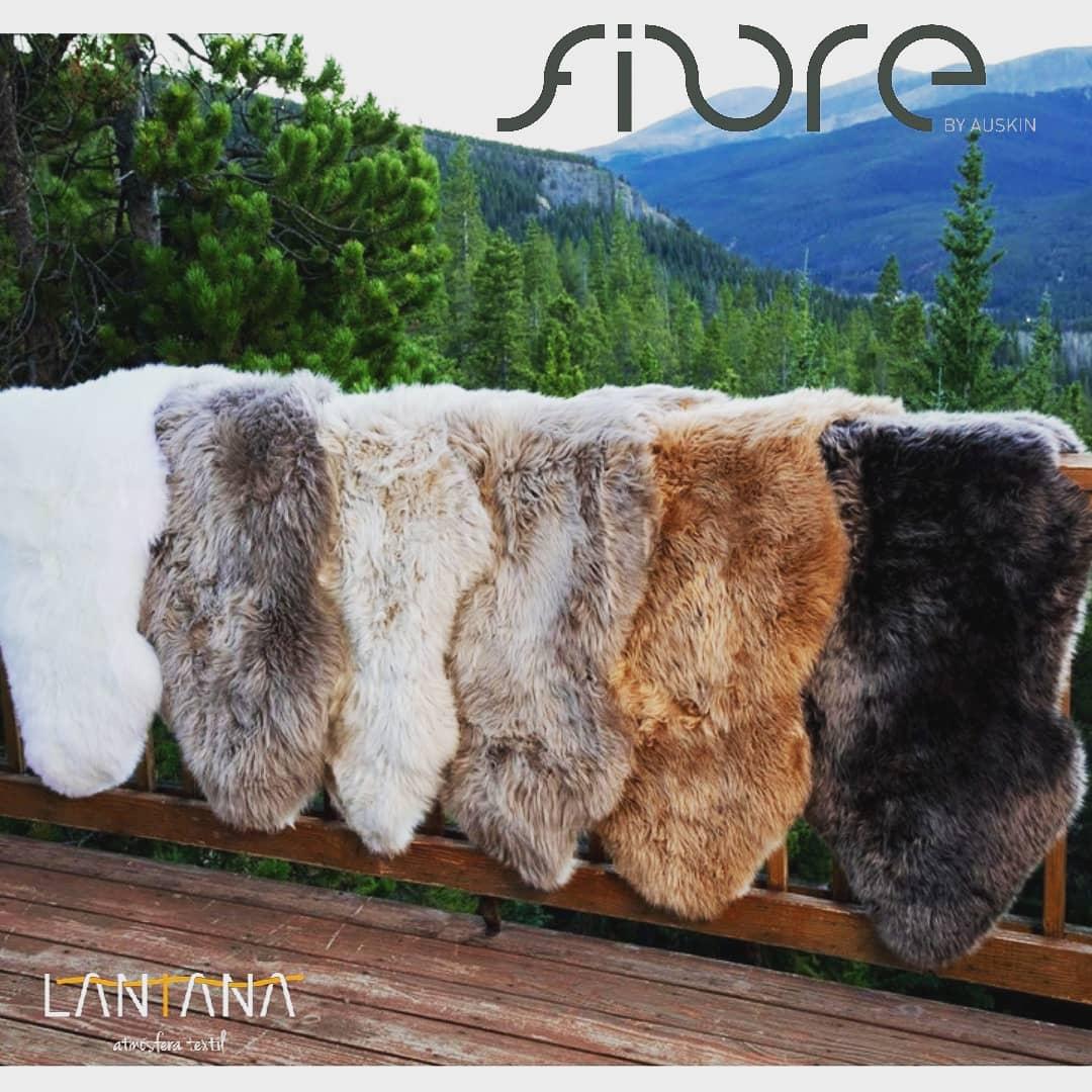 Projete seu espaço com estes confortáveis #sheepskinrugs, entre em contato conosco @lantanate ...