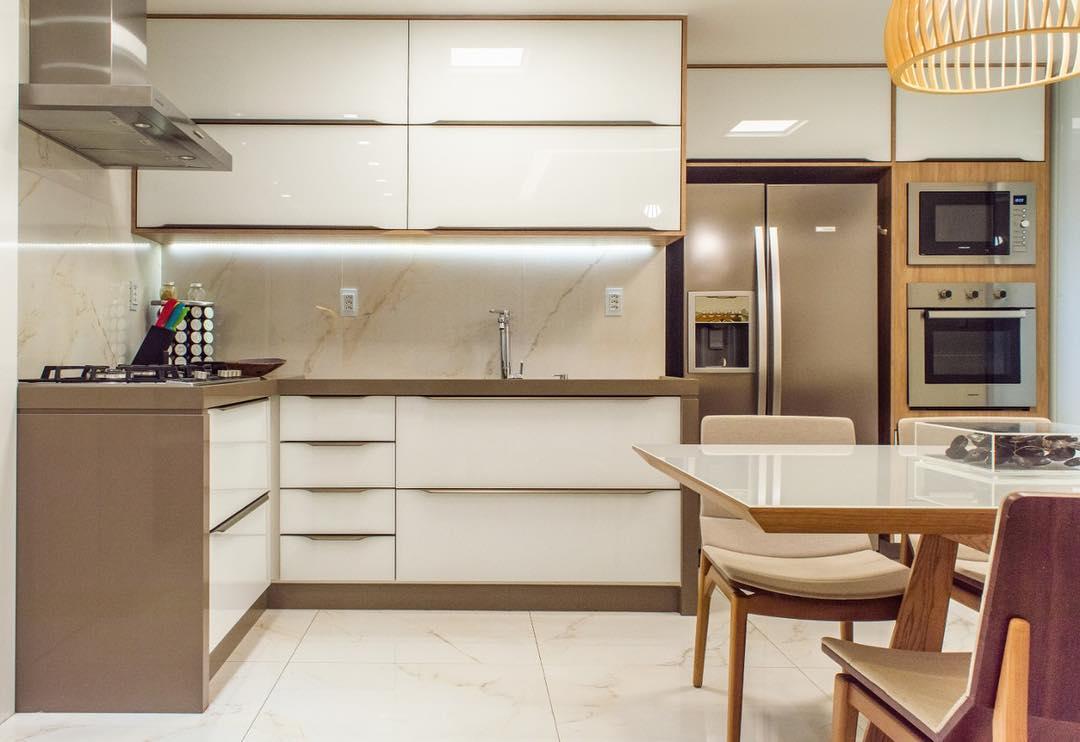 Ainda sobre essa cozinha integrada!  @giogoncalves.fotoarq #LGuimarãesarquitetur...