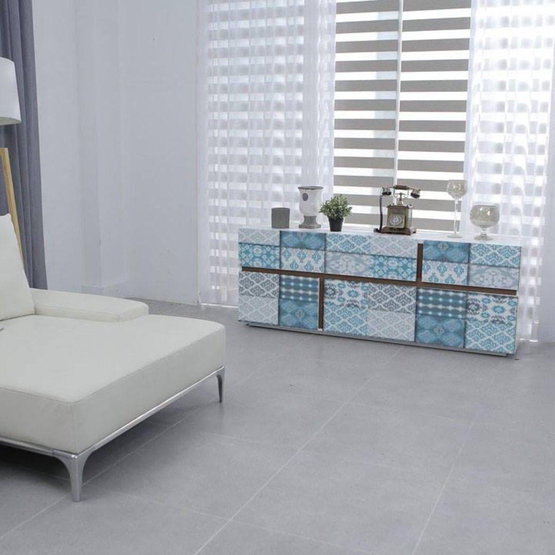 Você sabe como reconverter uma cômoda simples em um móvel cheio de cor e vida?