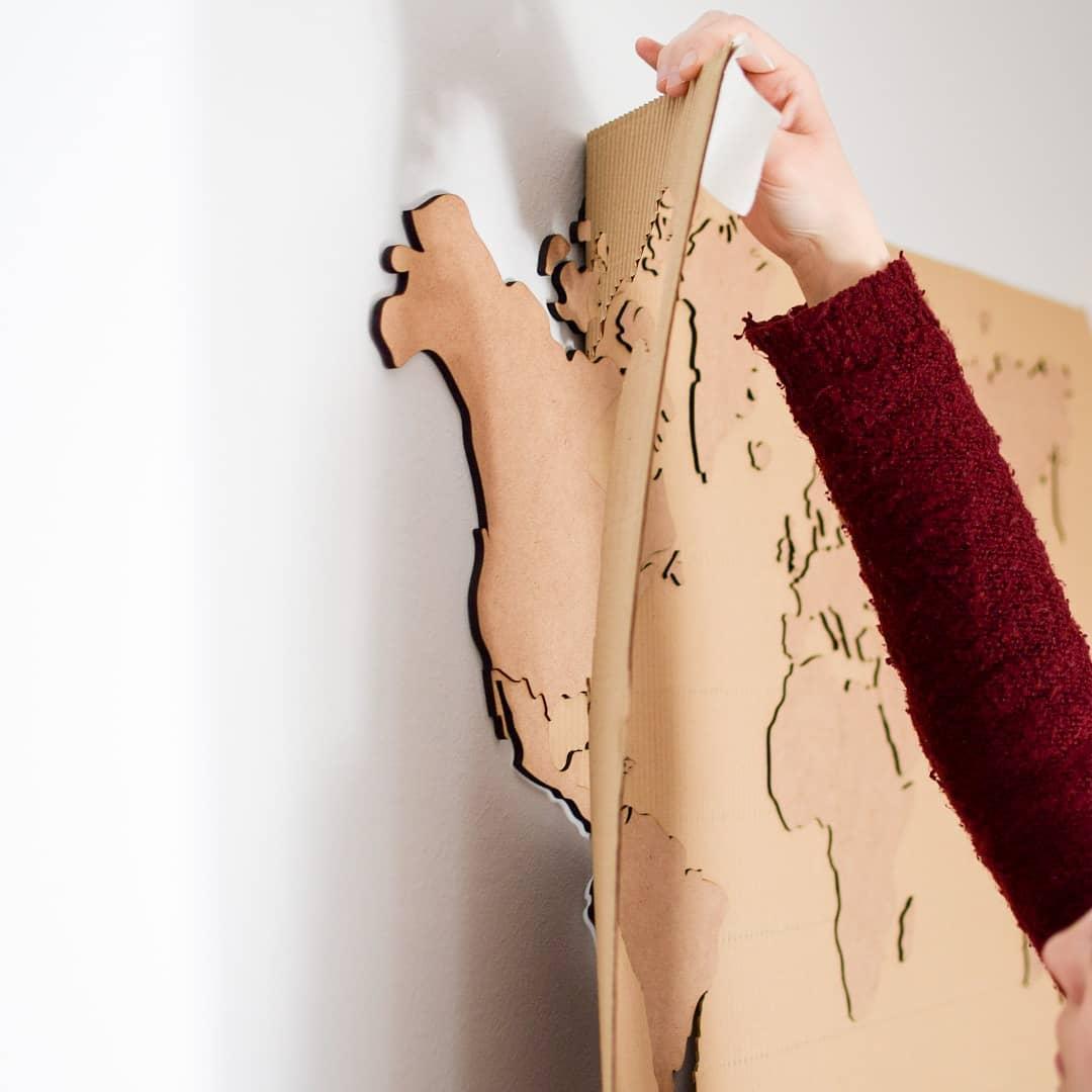 O mapa do mundo Wanderlust está agora disponível em cores naturais com frete grátis! . Vie ...