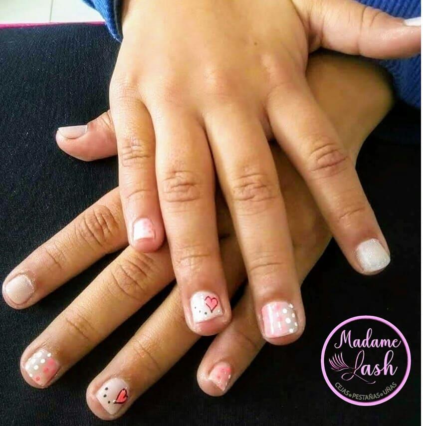 Nós gostamos de consertar as mãozinhas dos pequeninos !! # madamelash161 #nails ...