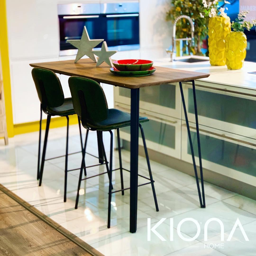 Continuamos com segundas vendas: mesa de bar na qual morar na cozinha com est ...