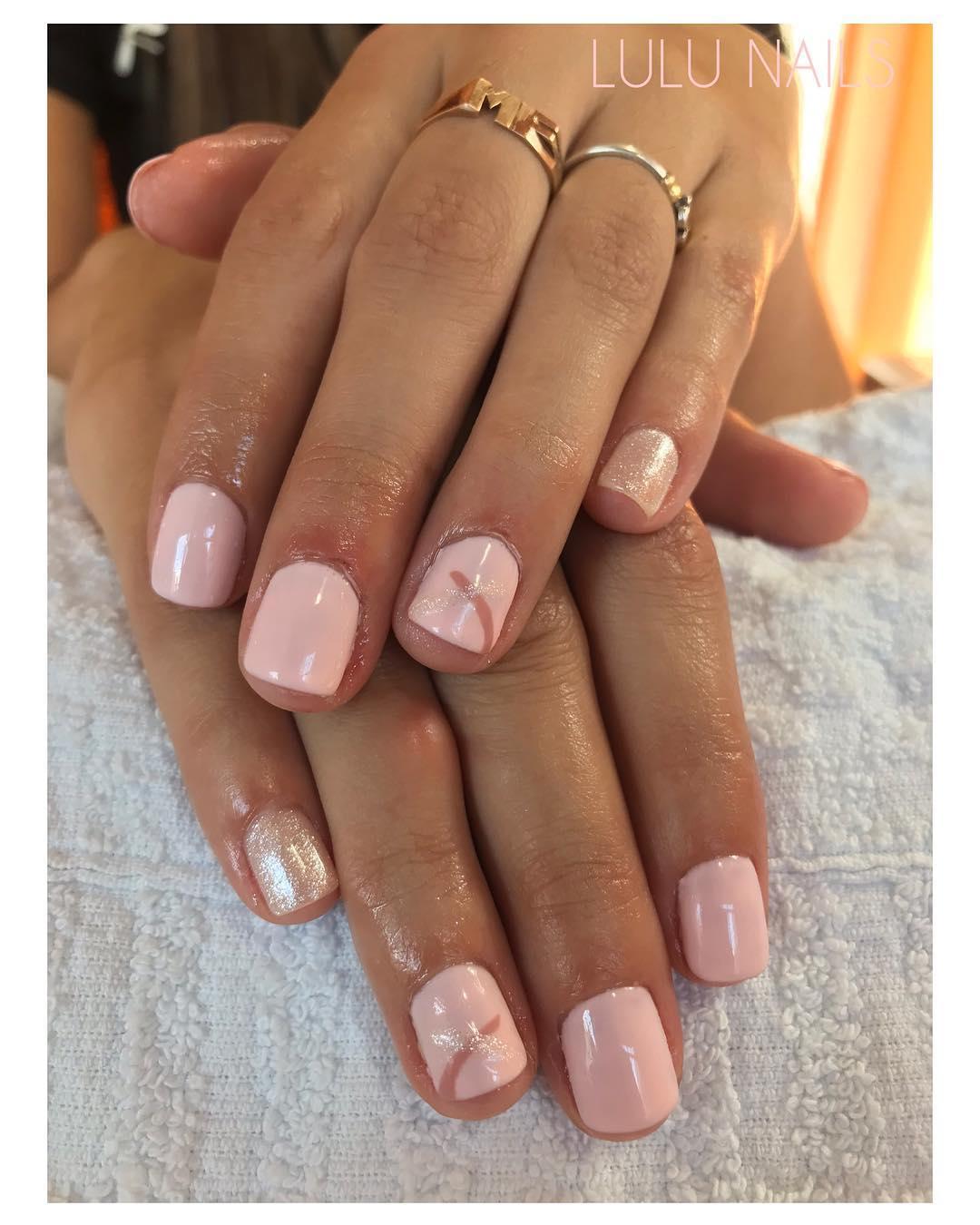 Hoje envidraçada semi-permanente + beleza de mãos para @florcristofoli com uma colo ...