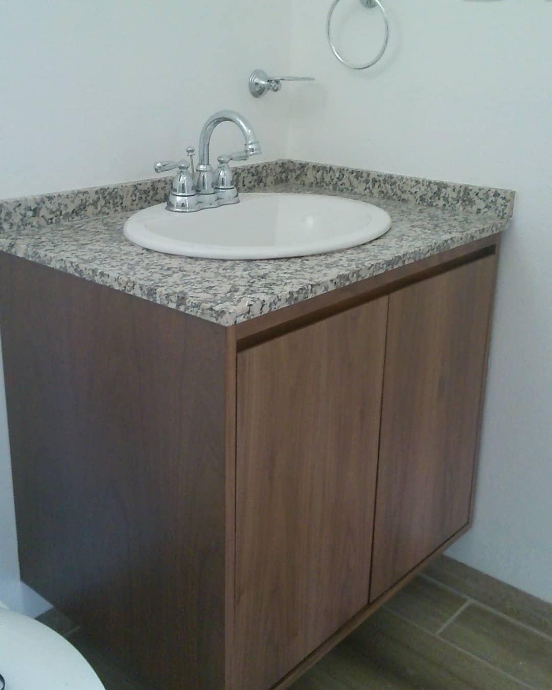 Armário de banheiro de nogueira #nogal # decoração de interiores # style anddesign # bathroom #decora ...