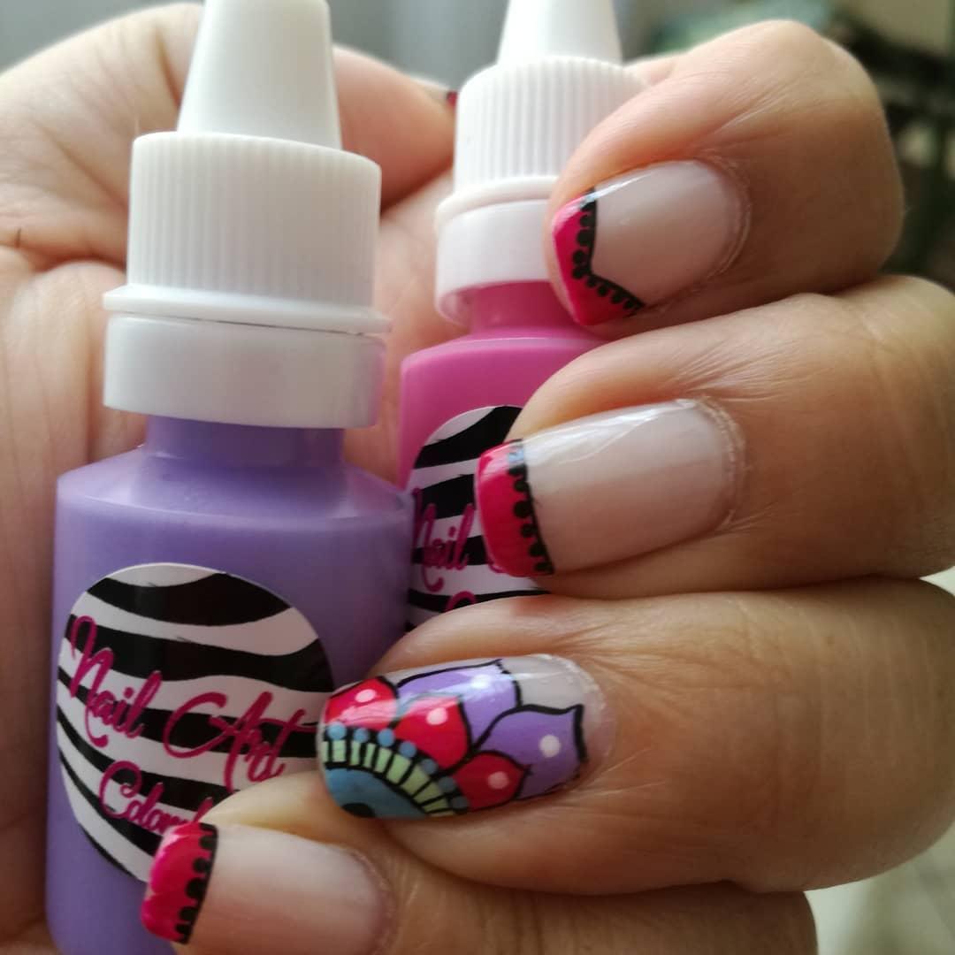 Belo design feito com nossas tintas decorativas. # nailart # nailart #n ...