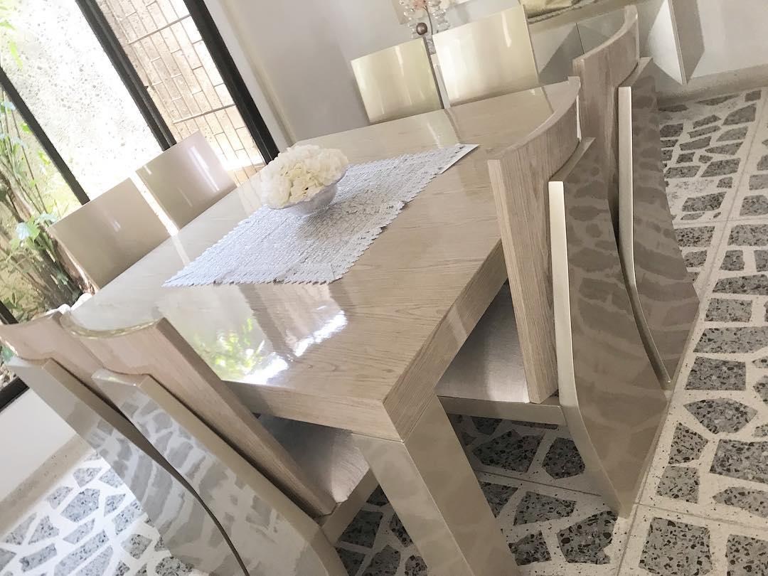 SALA DE JANTAR LISSETTE Medida 1,80 * 1,80 m Feito em madeira de carvalho Pintado Em Pol ...