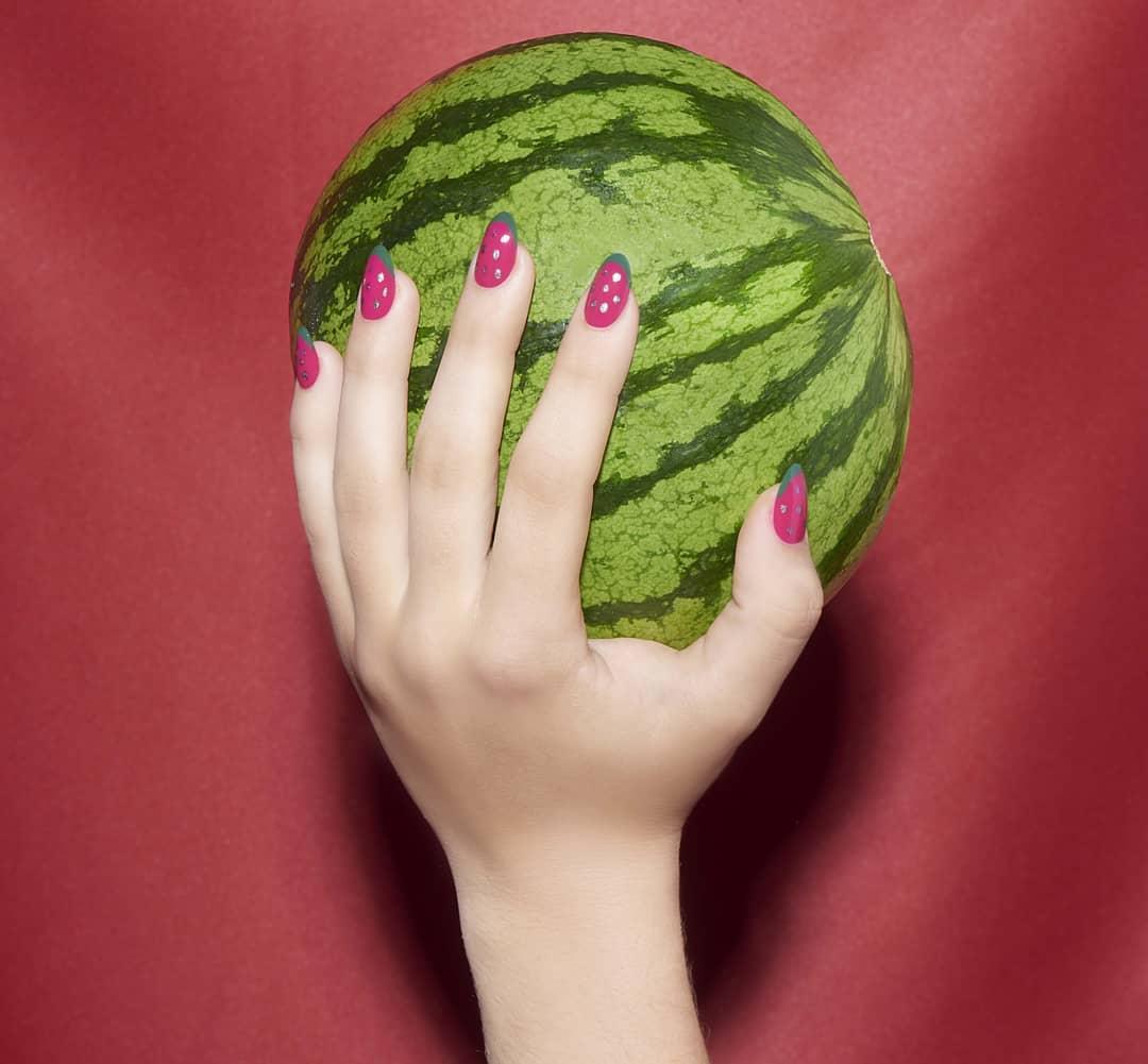 Porque a melancia é uma das frutas mais refrescantes e deliciosas que podemos ...